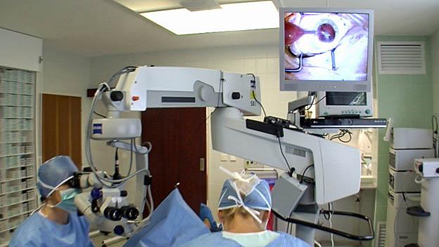 Operace šedého zákalu je bezbolestná a trvá jen minuty